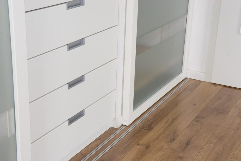 Gleitt ren als windfang und garderobe an der treppe for Garderobe treppenhaus