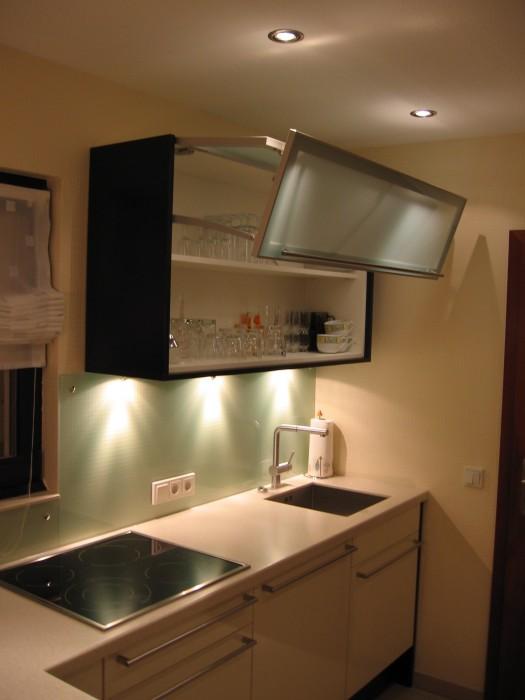 k che in creme hochglanz schreinerei jakob denkendorf kreativ pers nlich kompetent. Black Bedroom Furniture Sets. Home Design Ideas